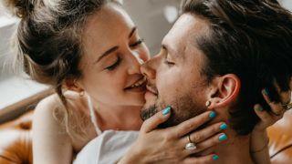 amikor csókolózás merevedés történik)