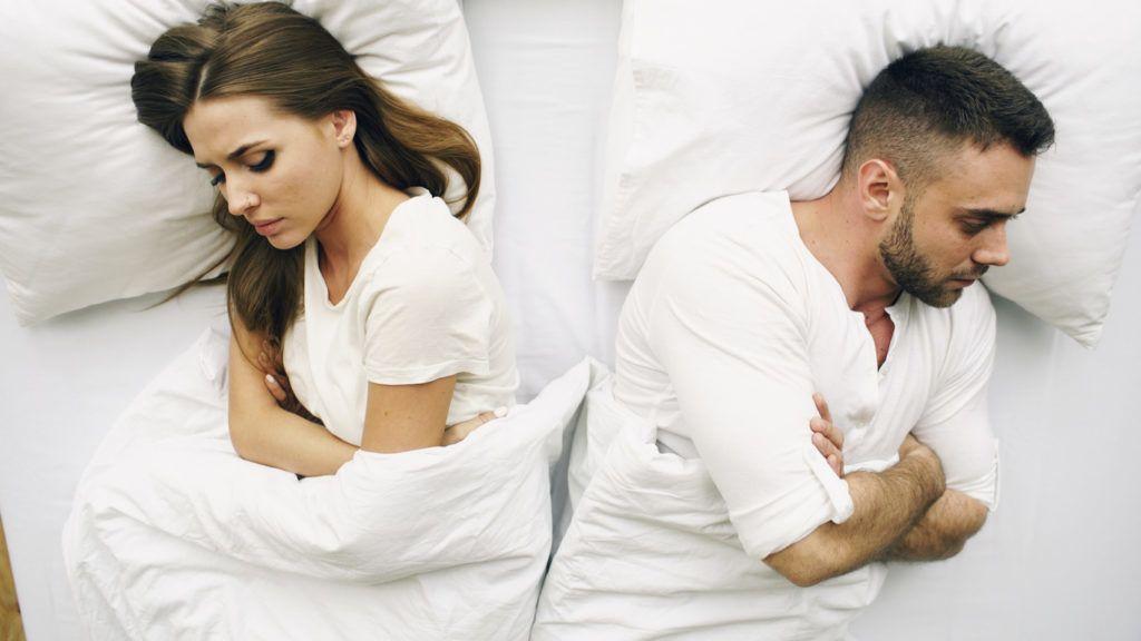 alszik egy lánnyal nincs merevedés