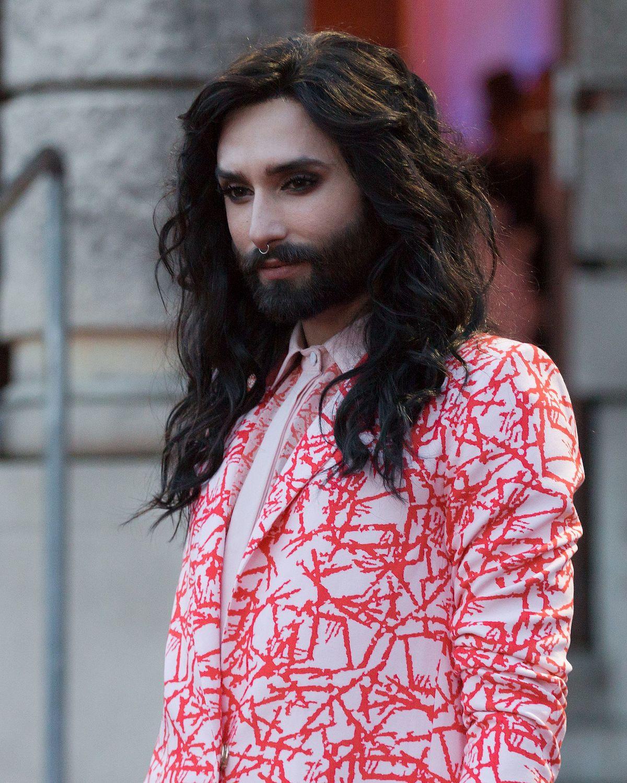 Józsi bácsi gondolatai a világról: Gondolatok a szakállas nőkről – HALASIZSOLT