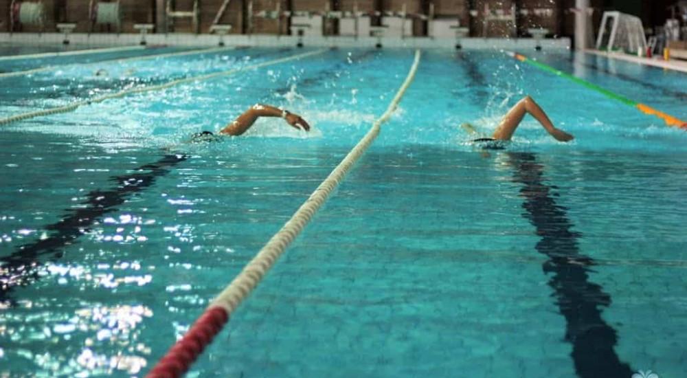 úszás merevedése
